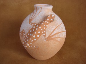 Native American Handmade Clay Lizard Pot by Tony Lorenzo! Zuni Pueblo