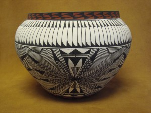 Native American Acoma Fine Line Pot Hand Painted by Corrine Chino! Fine Line