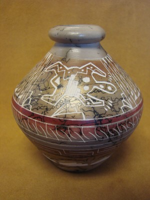 Native American Indian Pottery Etched and Painted Horse Hair Pot! Navajo