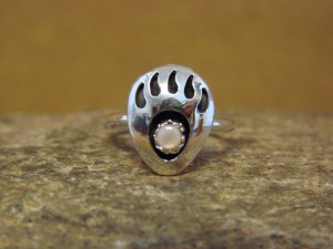 Native American Indian Sterling Silver Mother of Pearl Bear Paw Ring! Size 2