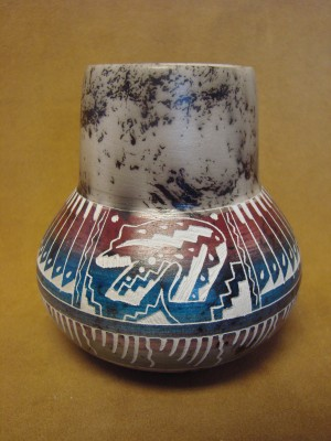 Native American Indian Pottery Etched and Painted Bear Horse Hair Vase! Navajo