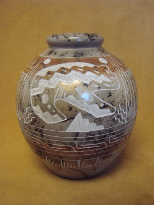 Native American Indian Pottery Etched and Painted Bear Horse Hair Pot! Navajo