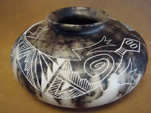 Native American Pottery Hand Etched Lizard Pot by Gary Yellow Corn! Acoma Pueblo